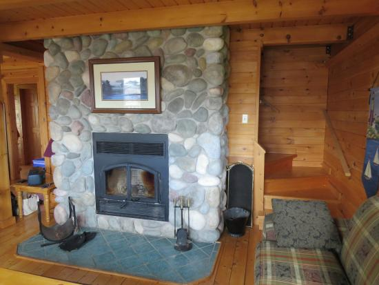 Pugwash, Canadá: Wood fireplace