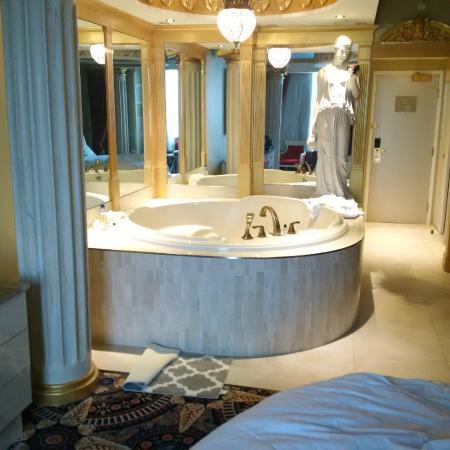 Fantasyland Hotel Resort Roman Room Jacuzzi