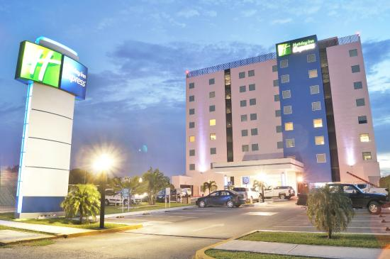 Holiday Inn Express Merida: Exterior