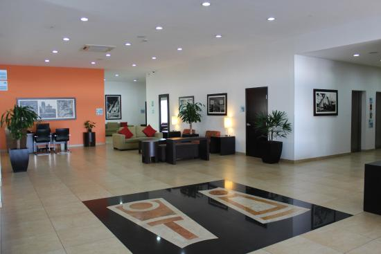 Holiday Inn Express Merida: Lobby