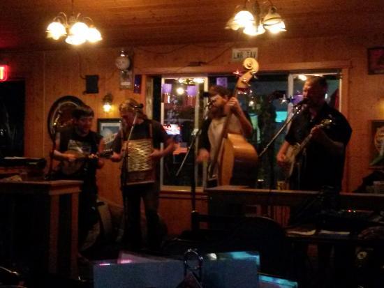 Lower Tavern: Band
