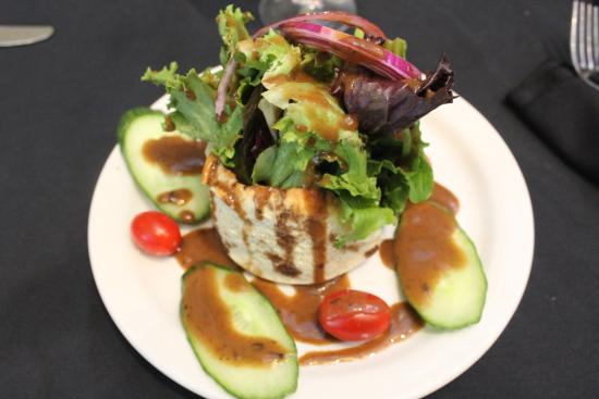 Gliss Steak & Seafood: The House Salad - Great presentation.