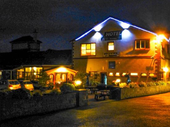 The Rhu Glenn Country Club Hotel: Front of hotel