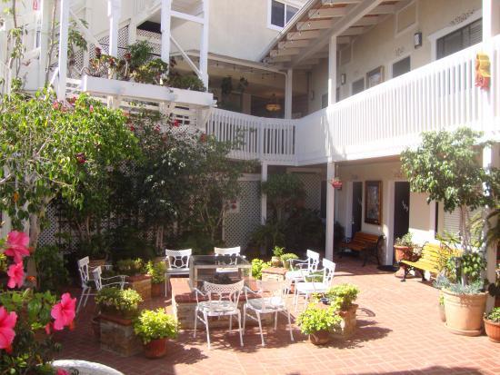 Hotel Catalina: courtyard