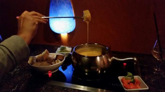 The Melting Pot: Fun dining experience.
