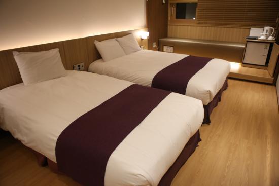 Dukgu Oncheon Resort Hotel: 객실 침대