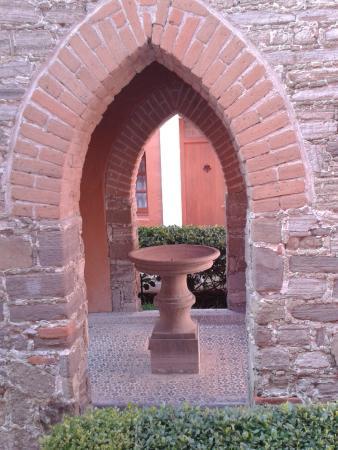 Hotel Posada San Francisco: Una pequeña capilla de monjas al fondo