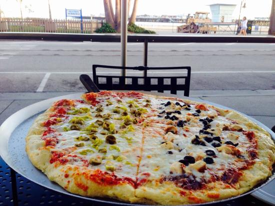 South Beach Pizza Company: Eating pizza with gorgeous views