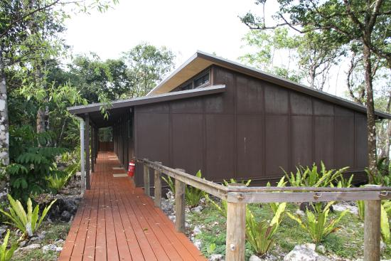Scenic Matavai Resort Niue: walk done the back of the rooms