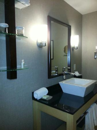 Cambria hotel & suites Denver International Airport: Clean hotel, respectful employees... Make you feel wanted!
