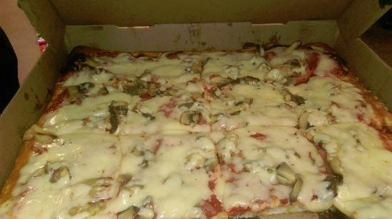 DiCarlo's Pizza - York: Oh the aroma of this pizza and the taste are so good.