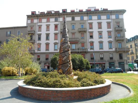 Torre a spirale di Arnaldo Pomodoro