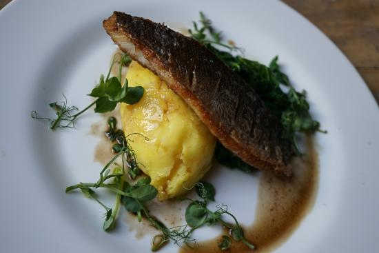 Sidlesham, UK: Pan fried seabass, saffron mash, greens, beurre noisette sauce