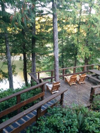 Wild Pacific Ocean Front Cabins: Communal deck