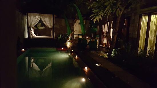 The Khayangan Villas: In villa dining