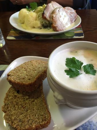 Ladyswell Restaurant : Took a long time to get the food, the service wasn't the best, but the food was yummy! Generous