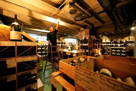 Begehbarer weinkeller picture of caduff 39 s wine loft for Herman s wohnzimmer 8004 zurich