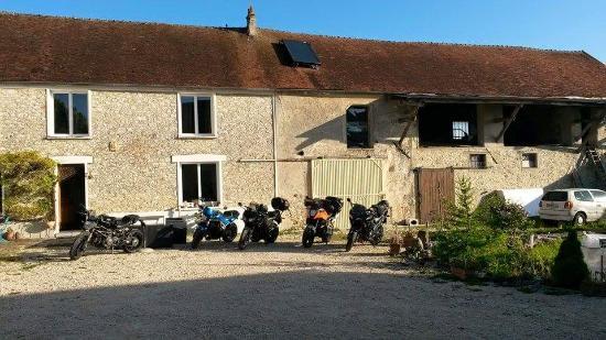 Le Relais De Libreval: Accueil motards au Relais