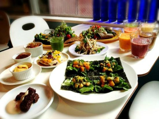 レインボー・ローフード, Dinner menu