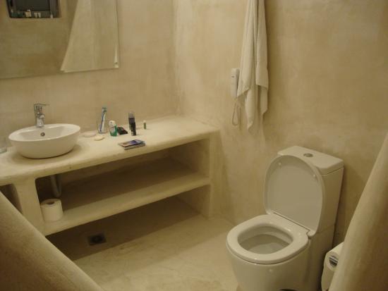 Lindos Sun Hotel : The bathroom