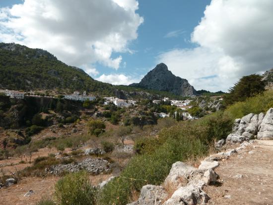 El Bosque, Ισπανία: GRAZALEMA ,VILLAGE BLANC, départ pour la sierra.