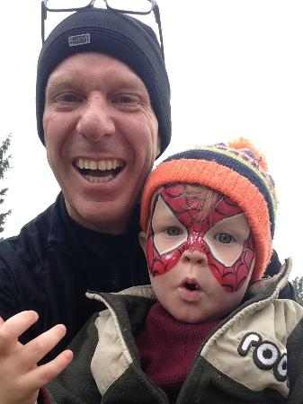 Ayr, Canada : Fun at Snyders Farm, face painting!