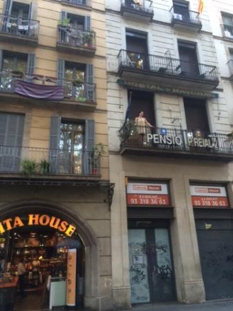 Foto de pension villanueva barcelona fen tre qui ne s for Fenetre qui ne s ouvre pas