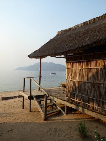 Tuckaways Lodge: View of the lake