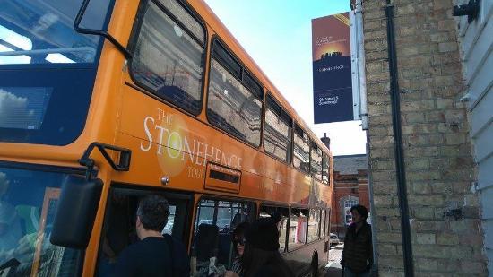 The Stonehenge Tour: haciendo la fila hacia stonhenge