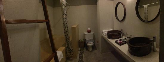 Frangipani Fine Arts Hotel: ห้องน้ำ2