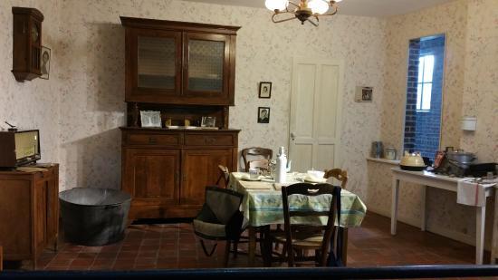 int rieur d 39 une maison de mineur reconstitu photo de centre historique minier musee de la. Black Bedroom Furniture Sets. Home Design Ideas