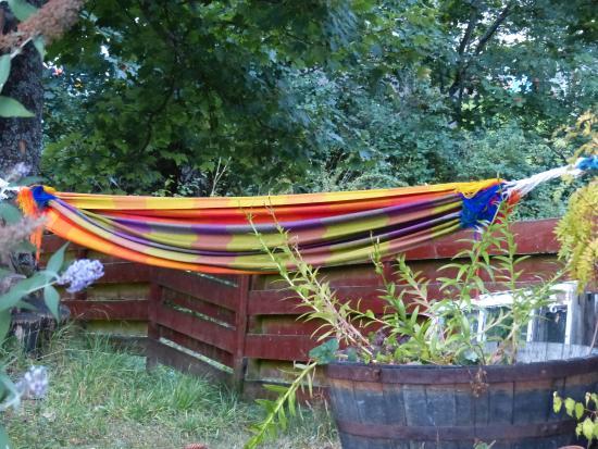 Brooklynn Guest House: Back yard relaxer