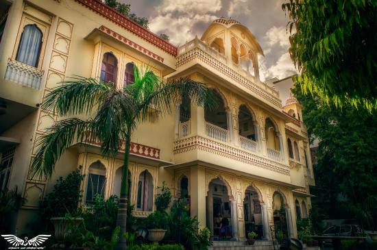 Krishna Palace: Hotel Front