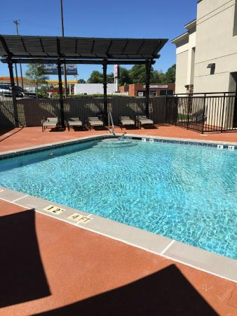 DoubleTree by Hilton Hotel Decatur Riverfront: Beautiful Outdoor Pool