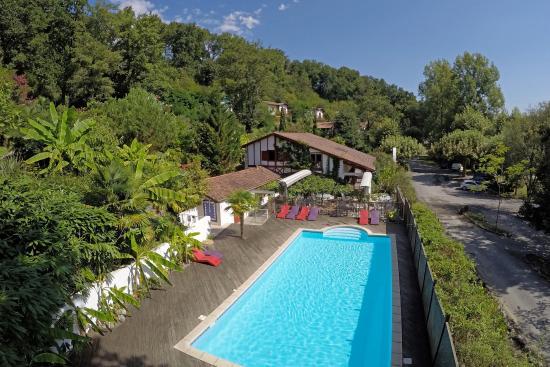 Les Collines Iduki : Vue piscine