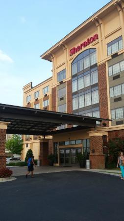 Sheraton Augusta Hotel : vista dal parcheggio