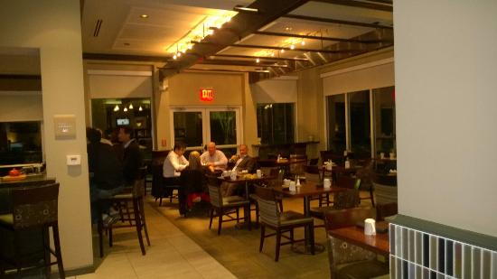 Hilton Garden Inn Albany Airport: Hotel dining area