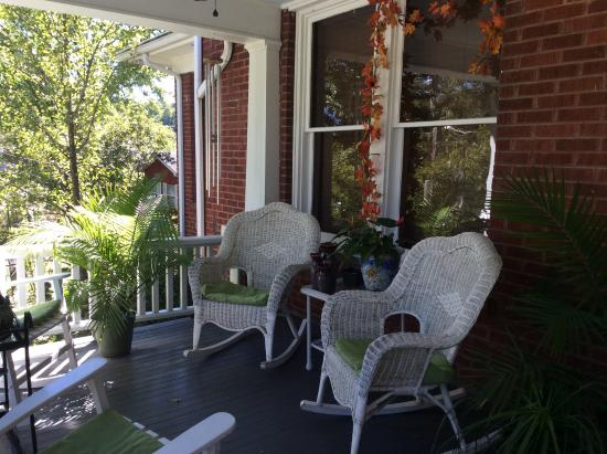 The Minnis House Inn & Guest Cottage: Front porch