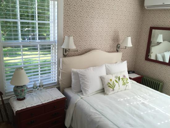 The Village Inn Cape Cod : Wellfleet, a Queen bedroom