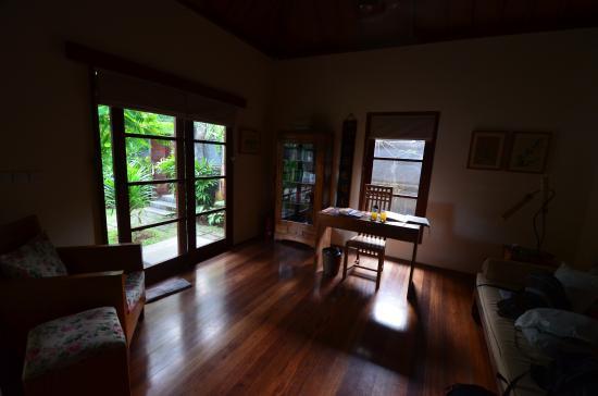Mango Tree Villas: Bureau et entrée