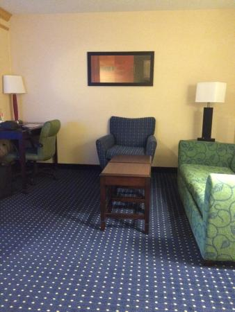 SpringHill Suites Midland : sitting area in room