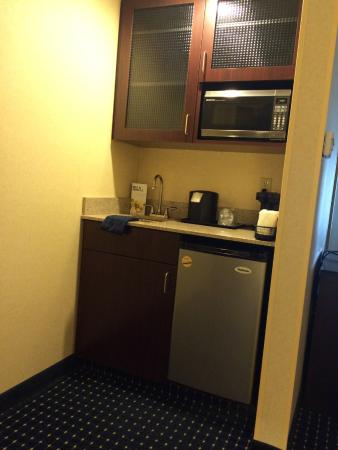 SpringHill Suites Midland : kitchen area in room