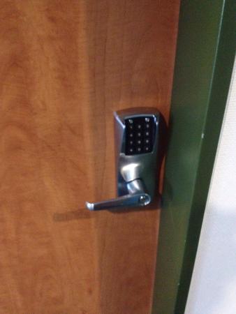 B&B Hotel Augsburg: O acesso ao quarto de dá por meio de um código. Não há chave.