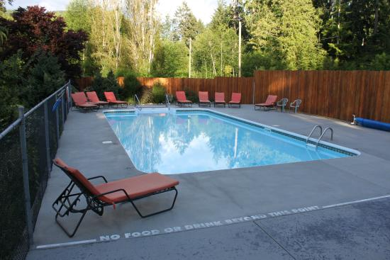 Garden Bay, แคนาดา: Heated swimming pool