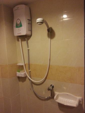 Khaolak Golden Place: ห้องน้ำ