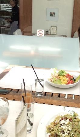 Oliver Cafe & Lounge
