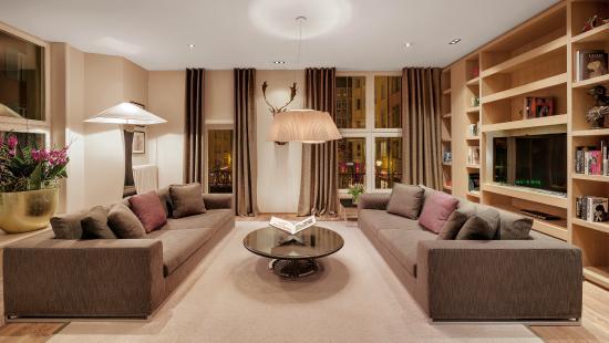 Hotel Wellenberg: Lobby & Library