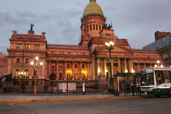Apart Hotel Tres Reyes: Cerca a la Plaza Mayo