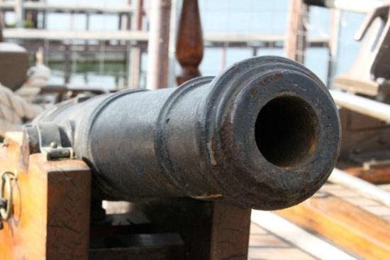 Denison, Τέξας: Yes mate, that be a real cannon we have onboard!