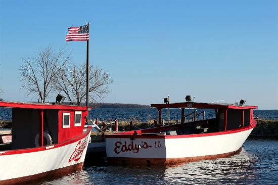 Eddy's Resort: Eddy's has many different boats available to best accomodate your group!